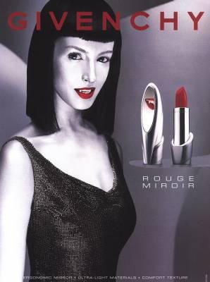 Du givenchy des pubs trop belle parfois un peu provocs for Givenchy rouge miroir